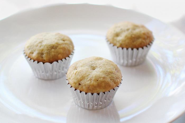 elephantine: mini banana muffins